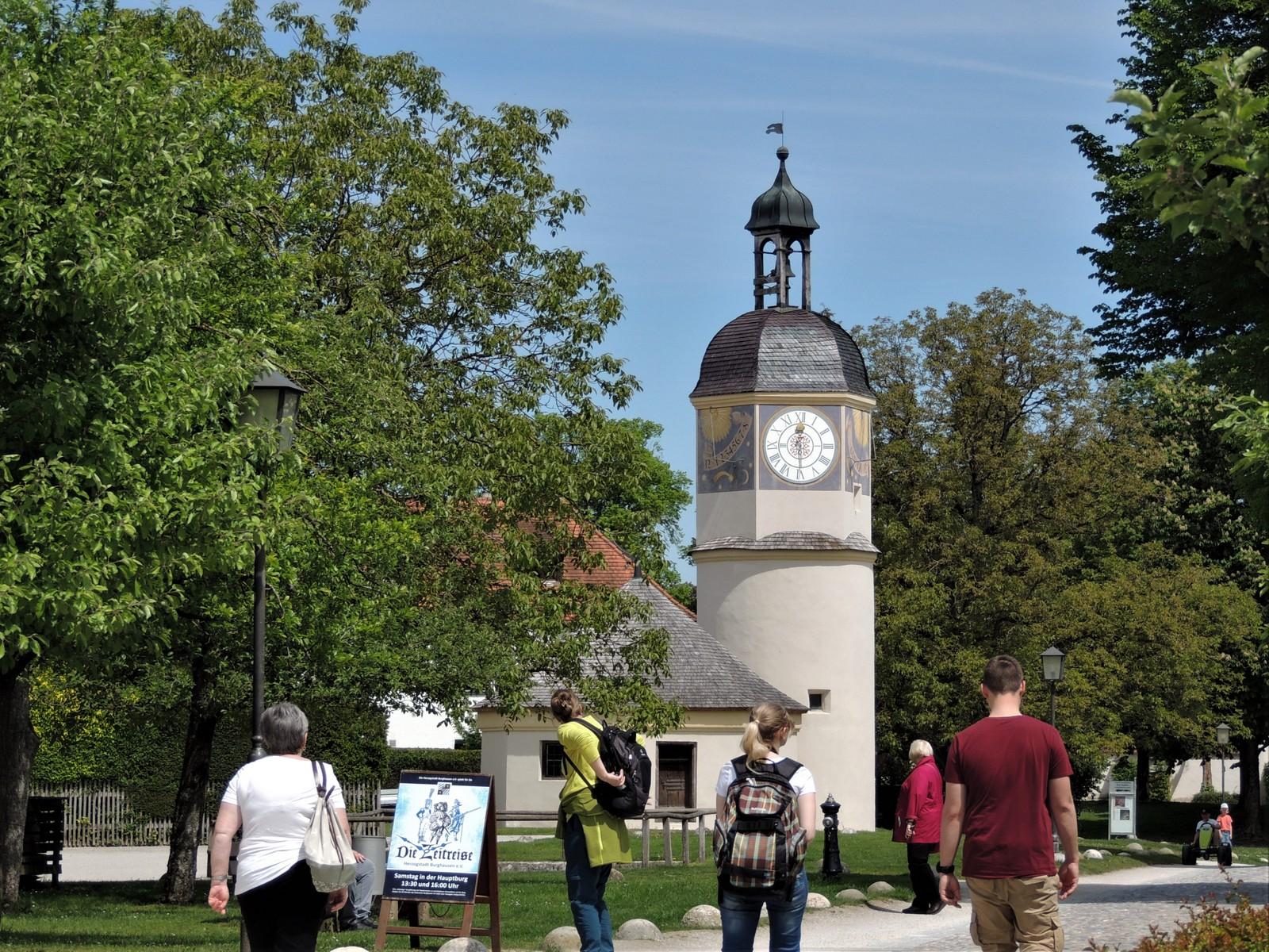 Uhrturm im 6. Burghof