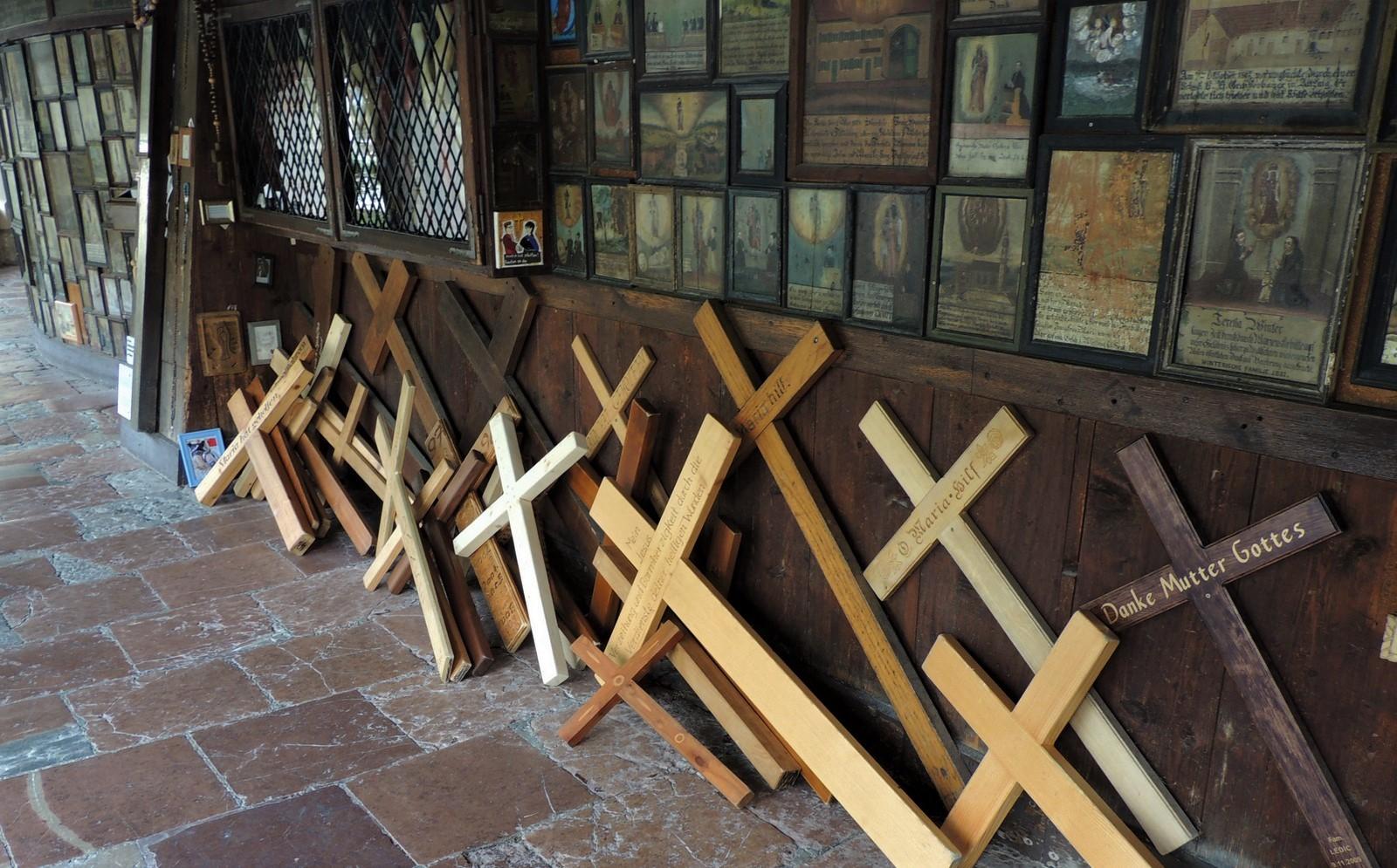 Kapellenumgang mit Kreuzen - Altötting