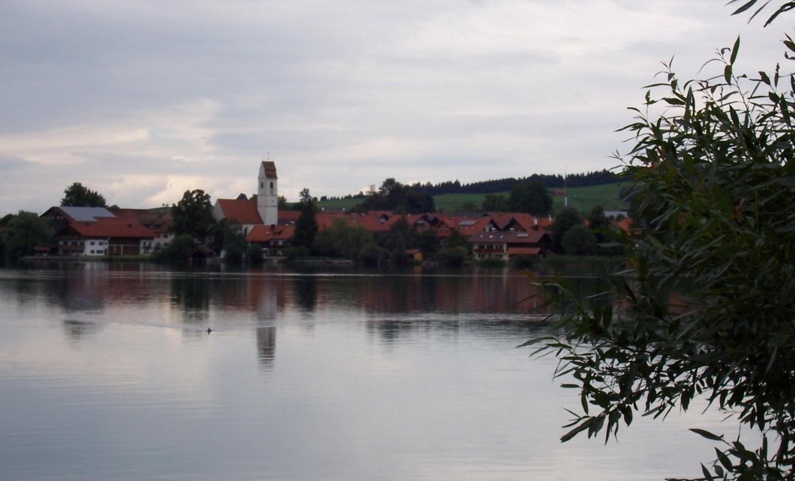 Das Blaue Land - Riegsee mit St. Stephan