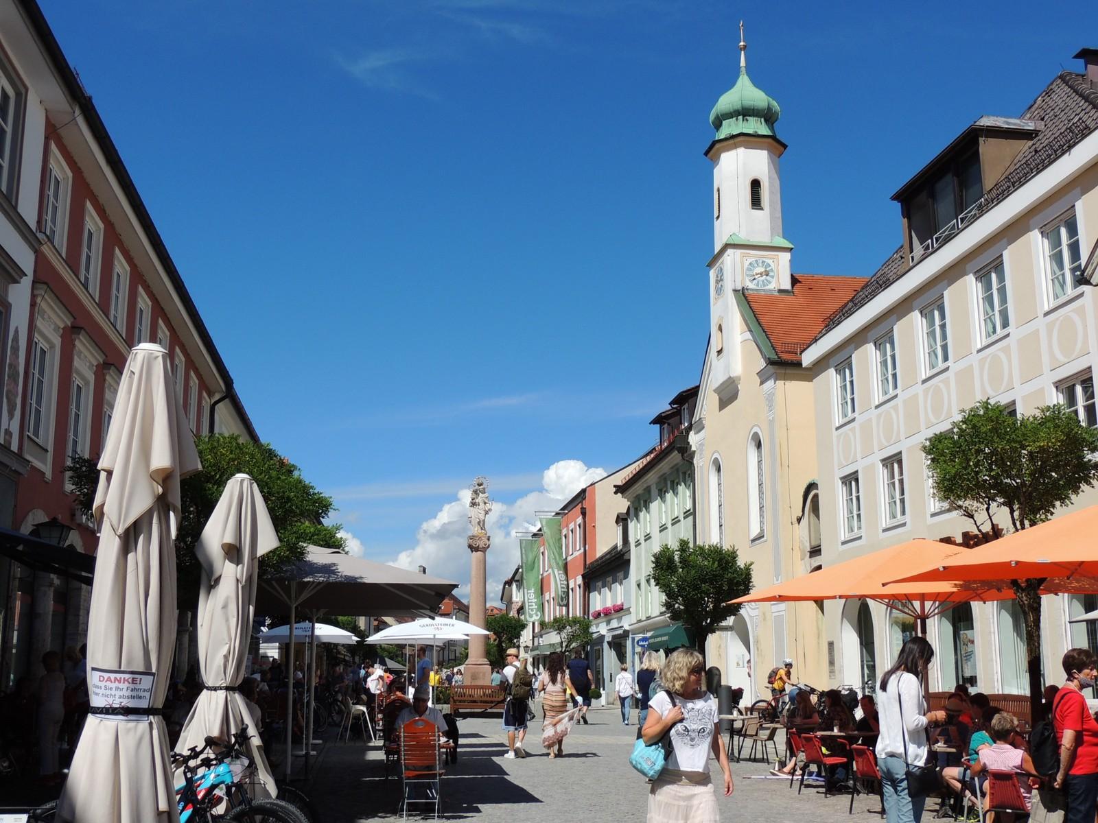 Das Blaue Land - Obermarkt mit Kirche Maria Hilf