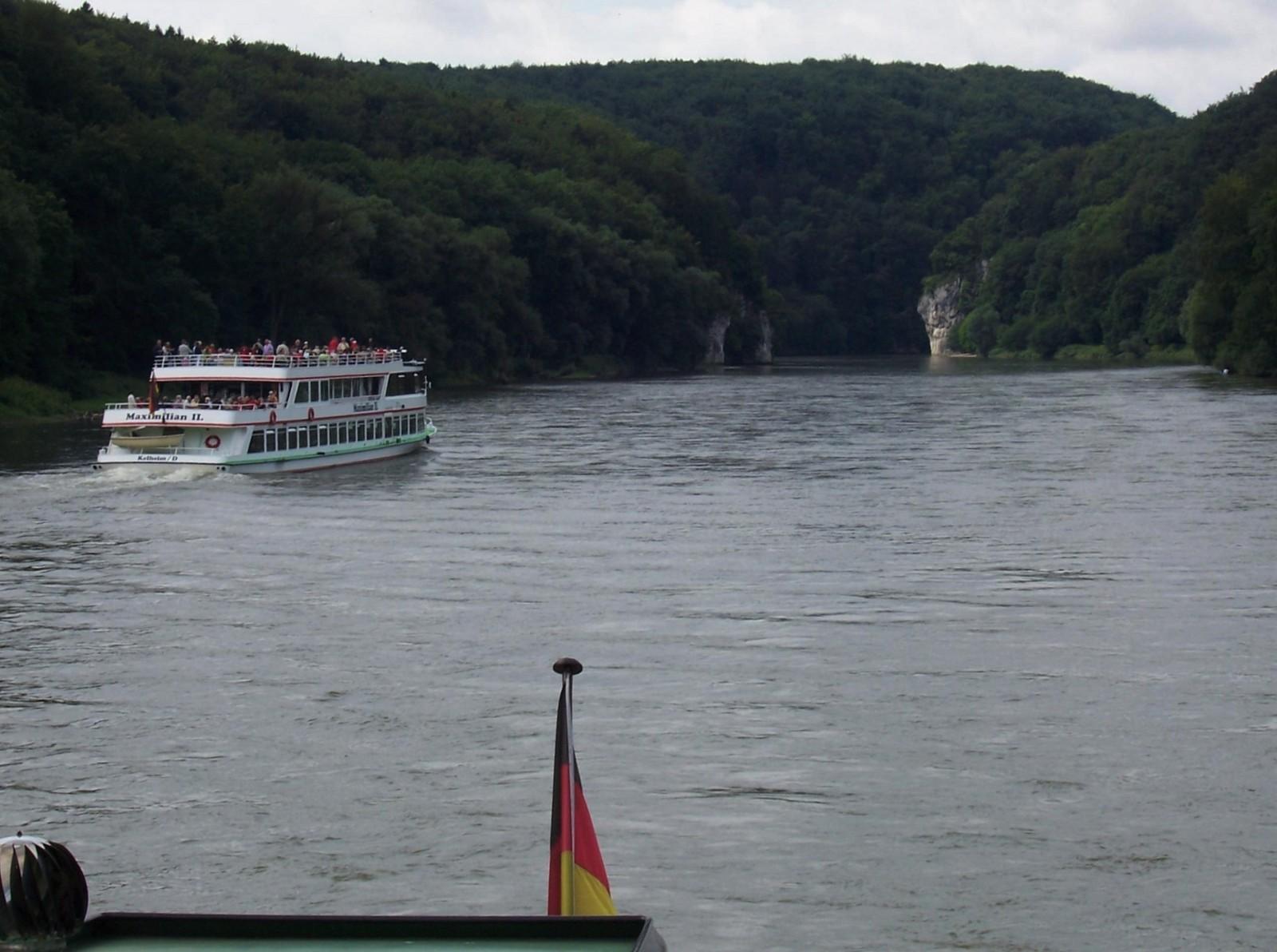 Schiffe im Donaudurchbruch
