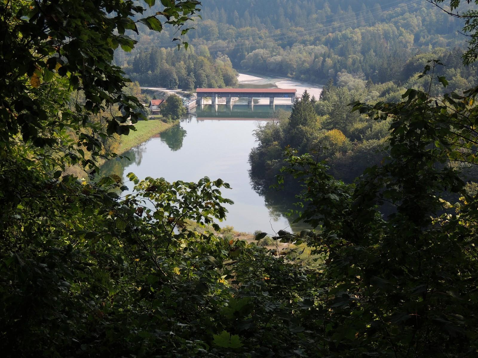 Grünwald-Rundkurs - Blick auf das Wasserkraftwerk Höllriegelskreuth im Isartal