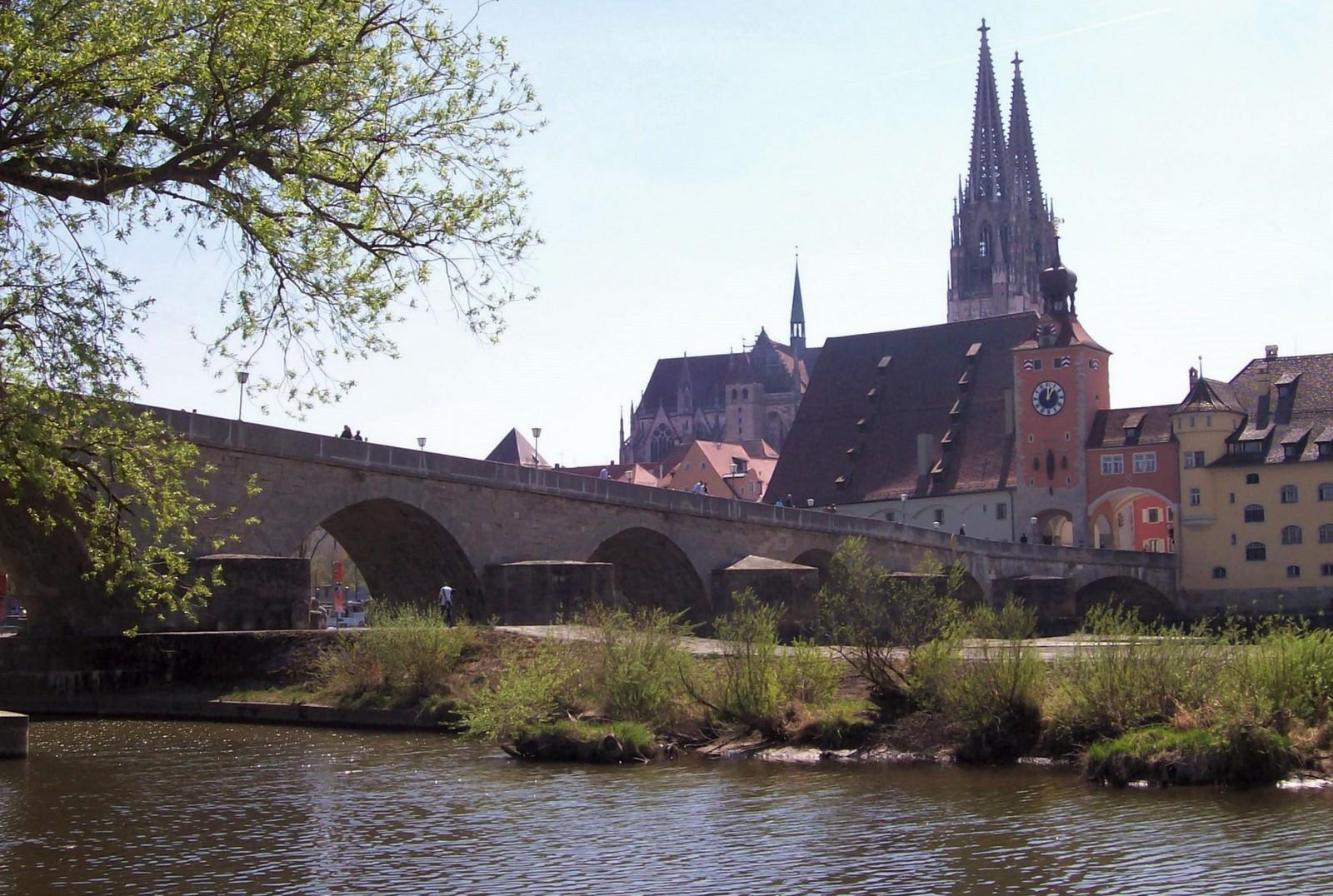 Regensburg - Steinerne Brücke mit Dom St. Peter