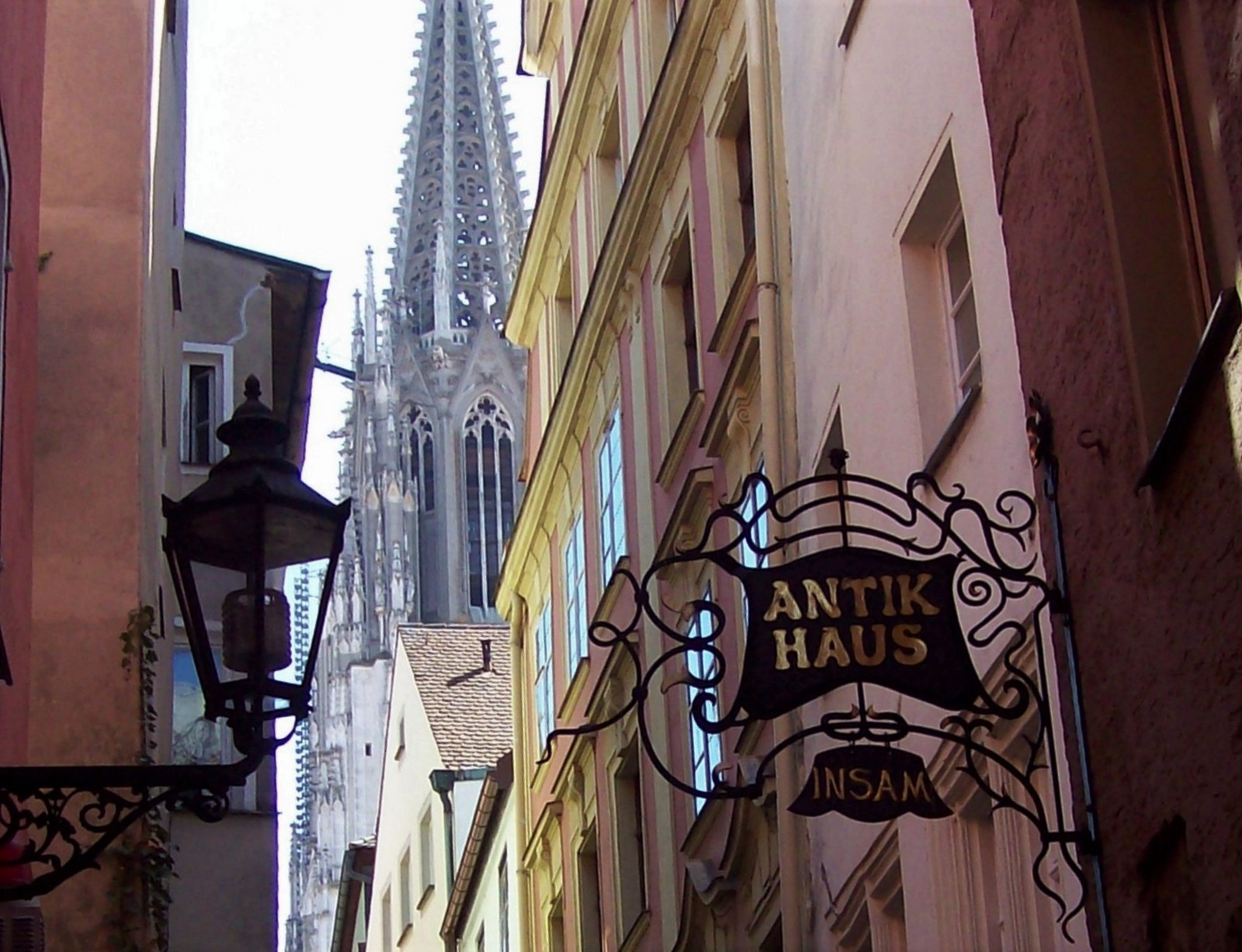 Regensburg - Kramgasse mit Domturm