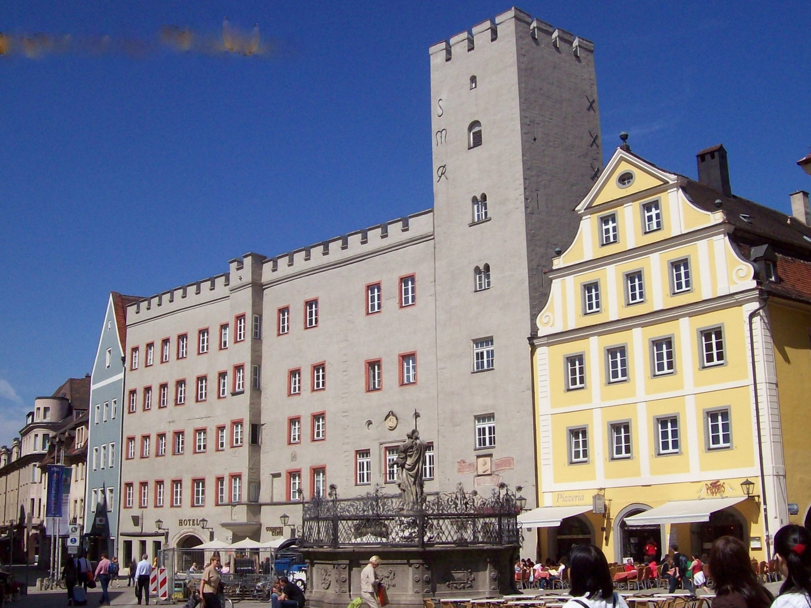 Regensburg - Haidplatz - Kaiserherberge Goldenes Kreuz