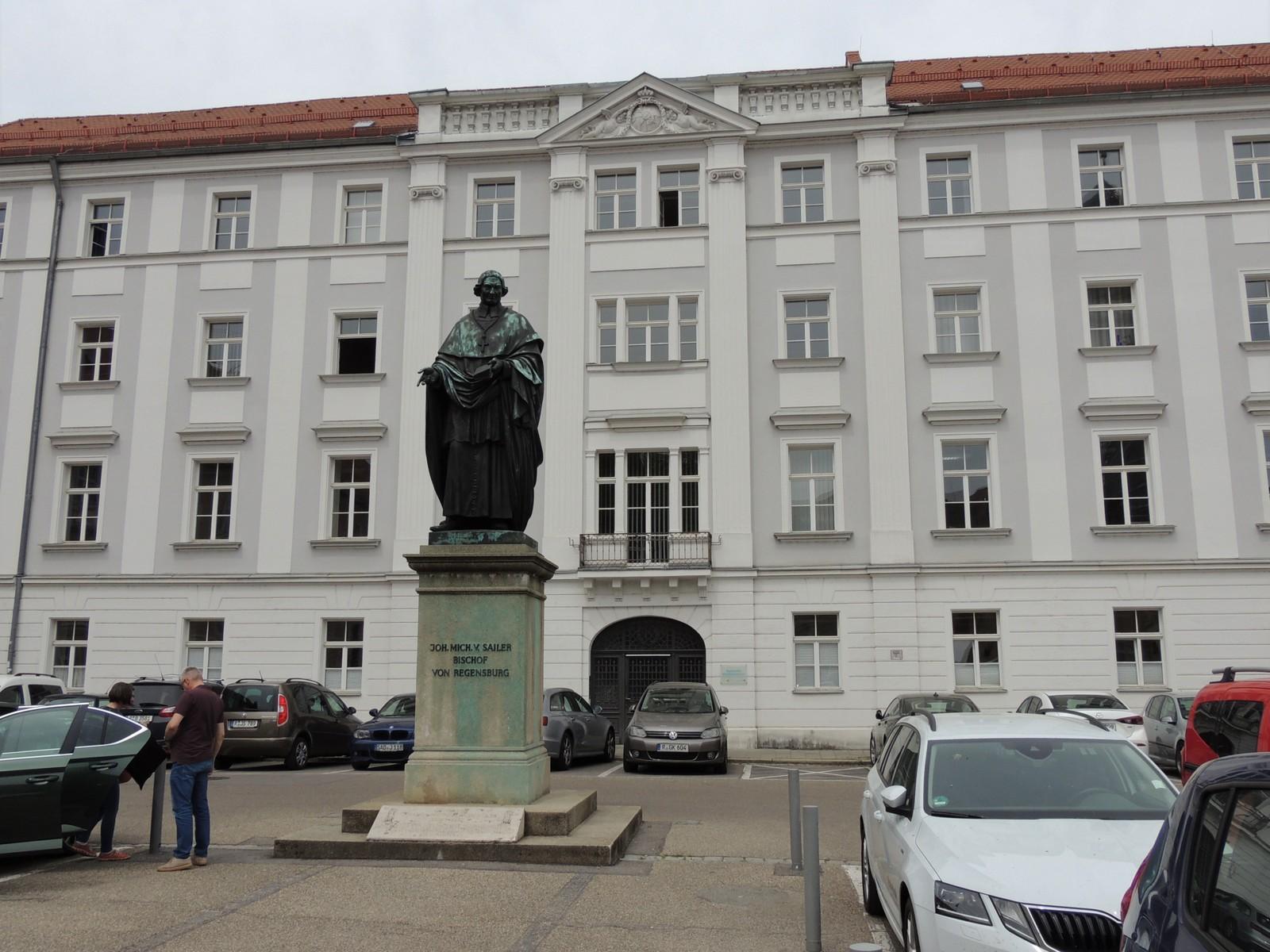 Regensburg - Emmeransplatz - Bronzestandbild Johann Michael Sailer, Bischof von Regensburg.