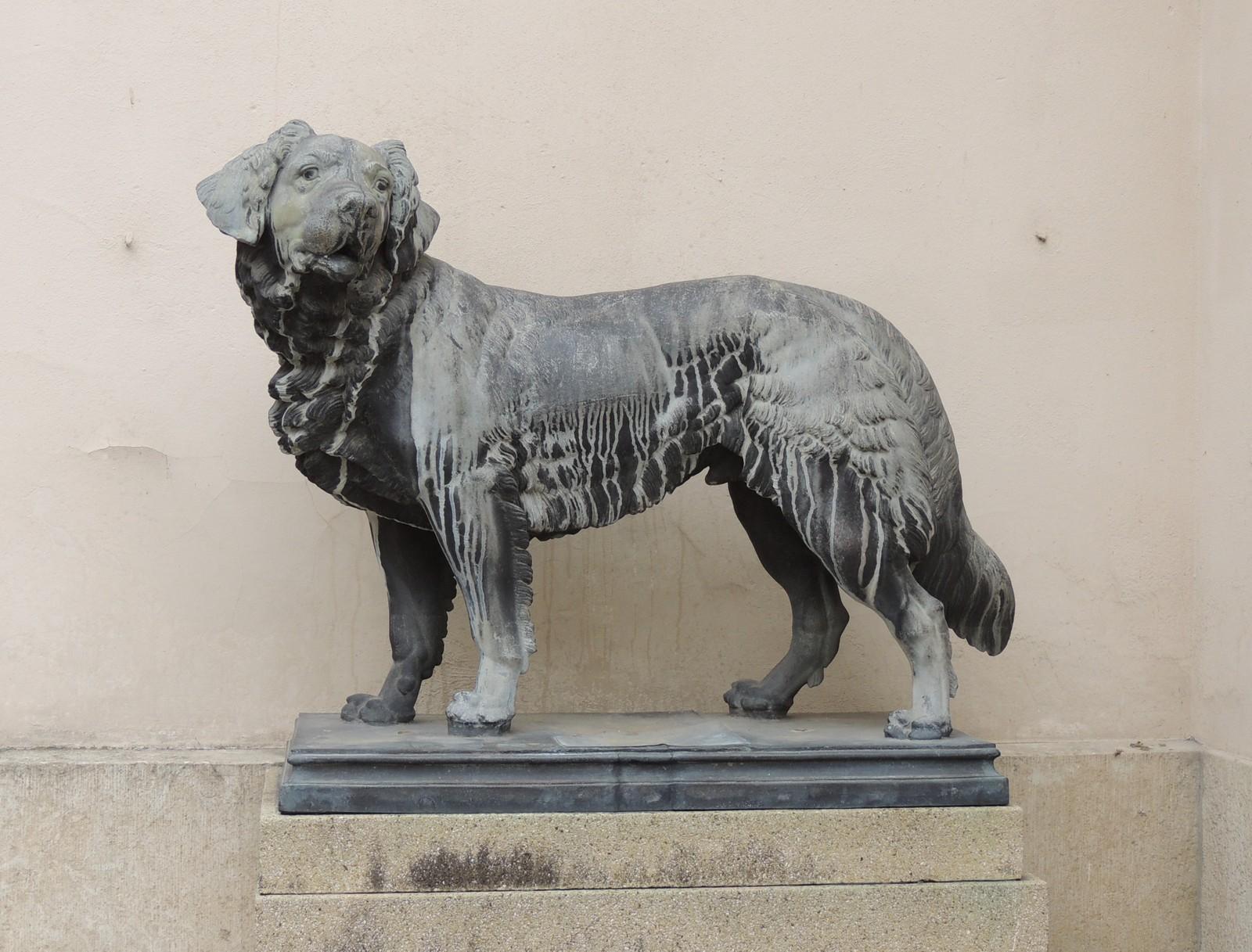 Regensburg - Hundeplastik im Schloss Emmeram