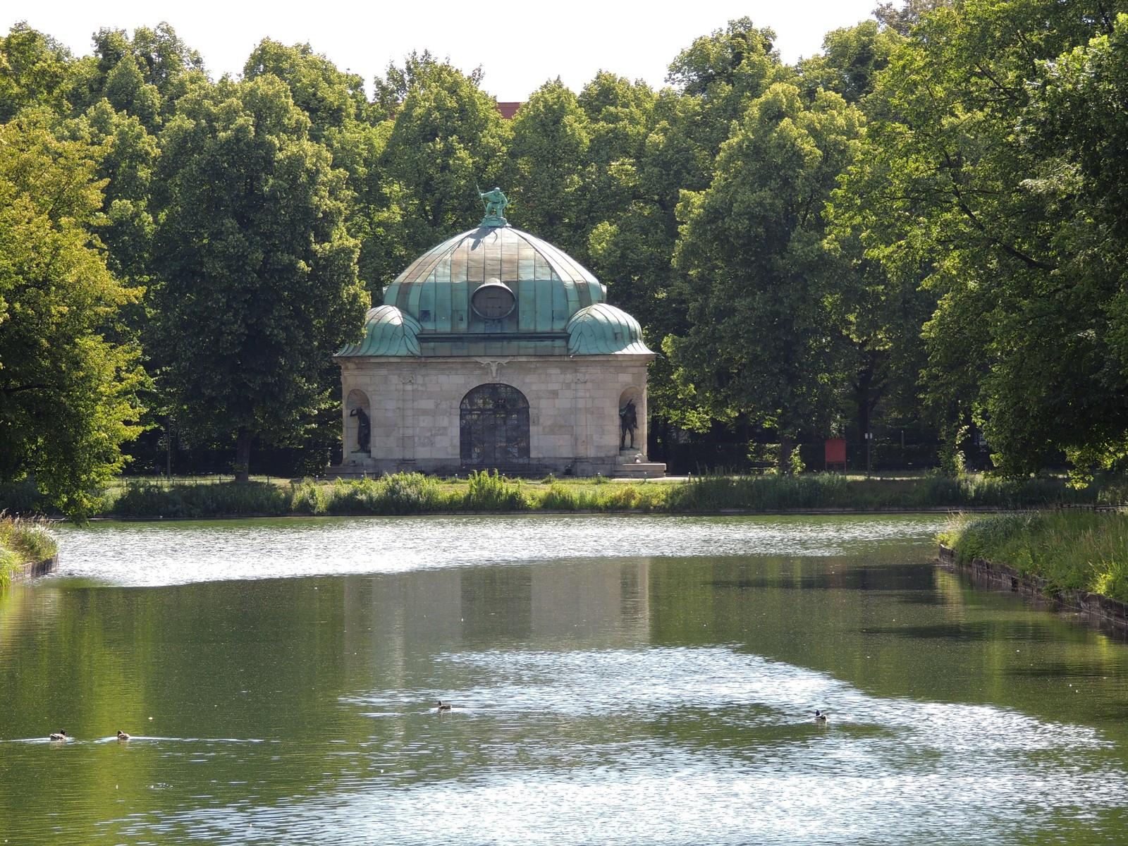 Hubertusbrunnen am Ende des Schlosskanals von Nymphenburg