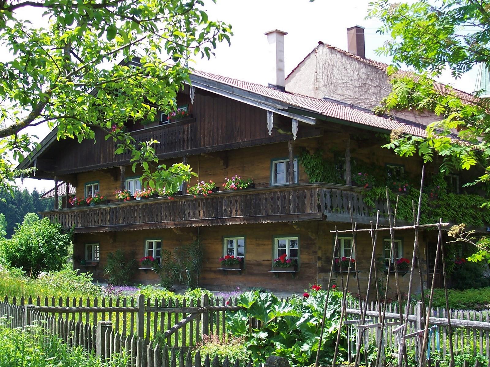 Bauernhaus in Holzbauweise im Tölzer Land