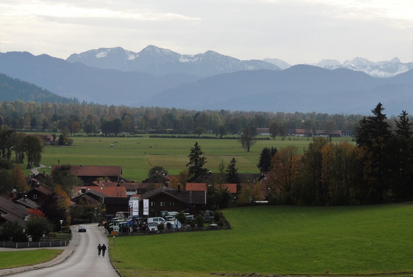 Blick von Gaißach-Dorf auf das Karwendelgebirge - Tölzer Land