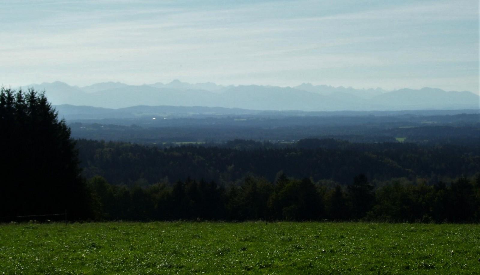 Peretshofen mit Alpenkette - Tölzer Land
