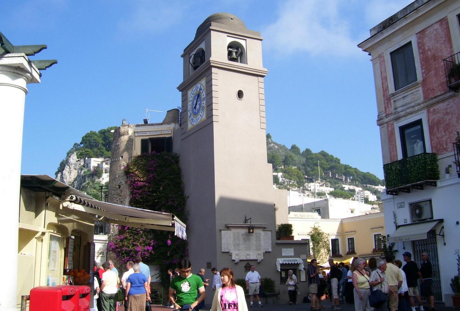 Der Uhrturm von Capri