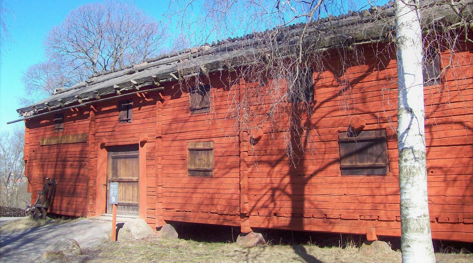 Holzgebäude in Falunrot - Skansen