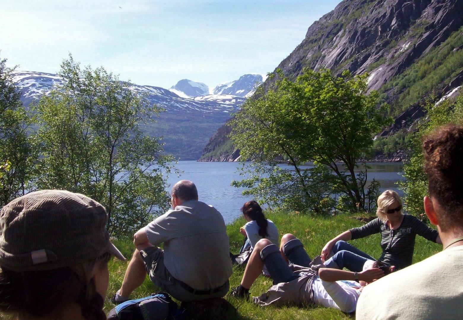 Pause am Rombaksfjord in Norwegen