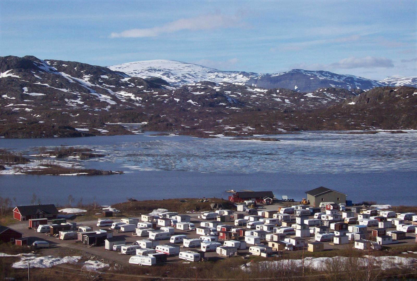 Riksgränsen am Gletschersee Vassijaure - Lappland
