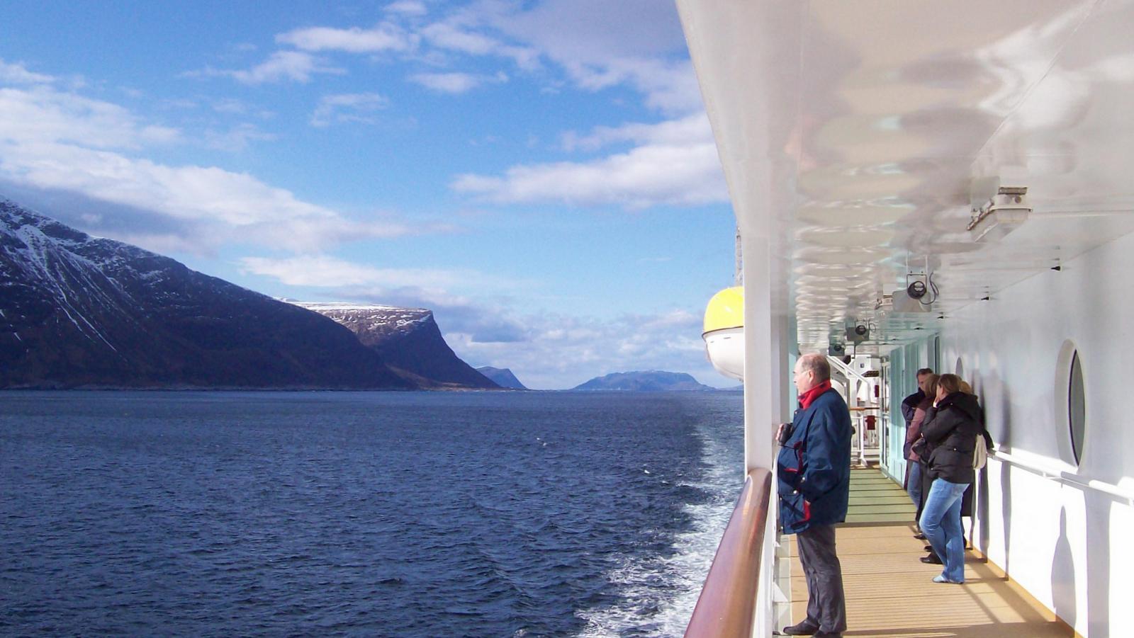 Hurtigruten - MS Trollfjord im Nordmeer