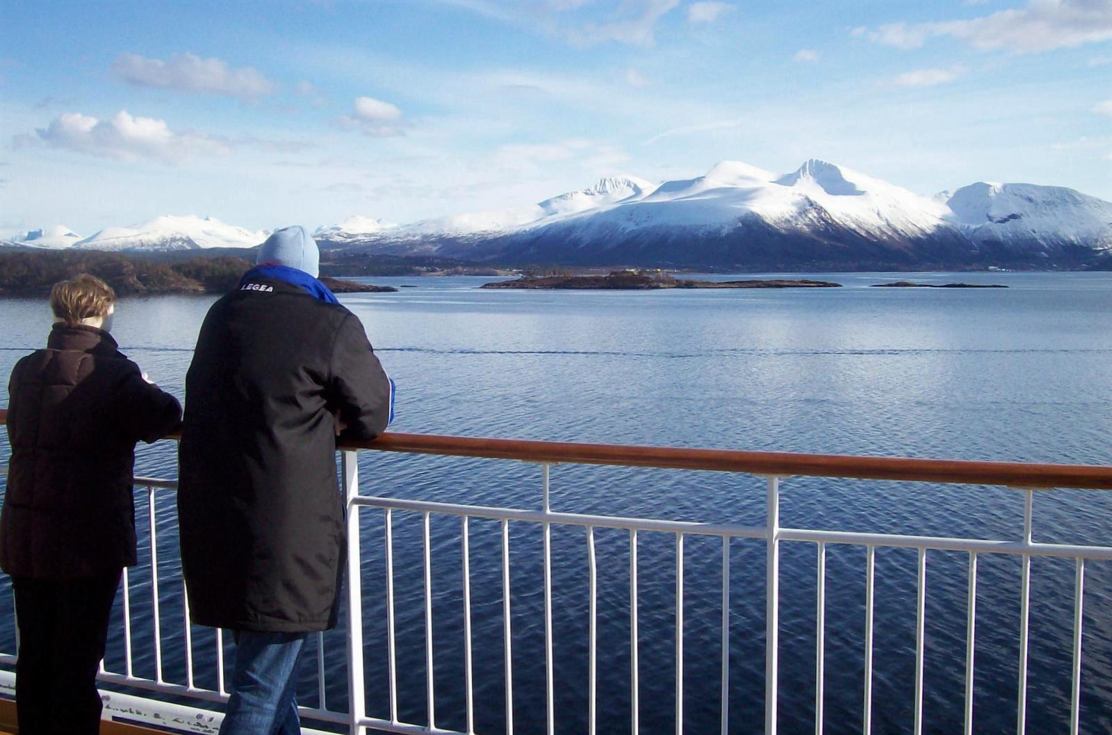 Hurtigruten - MS Trollfjord mit Romsdalsalpen