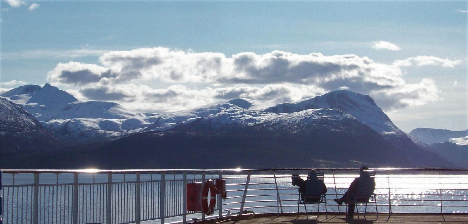 Hurtigruten - MS Trollfjord - Sonnendeck - Blick auf die Romsdalsalpen