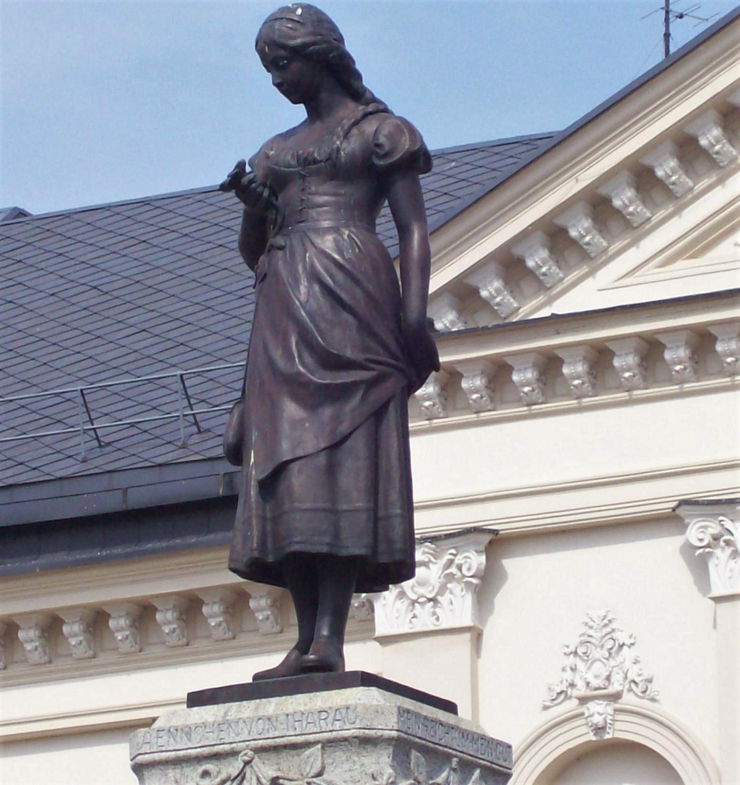 Theaterplatz von Memel - Litauen - Hans-Dach-Brunnen