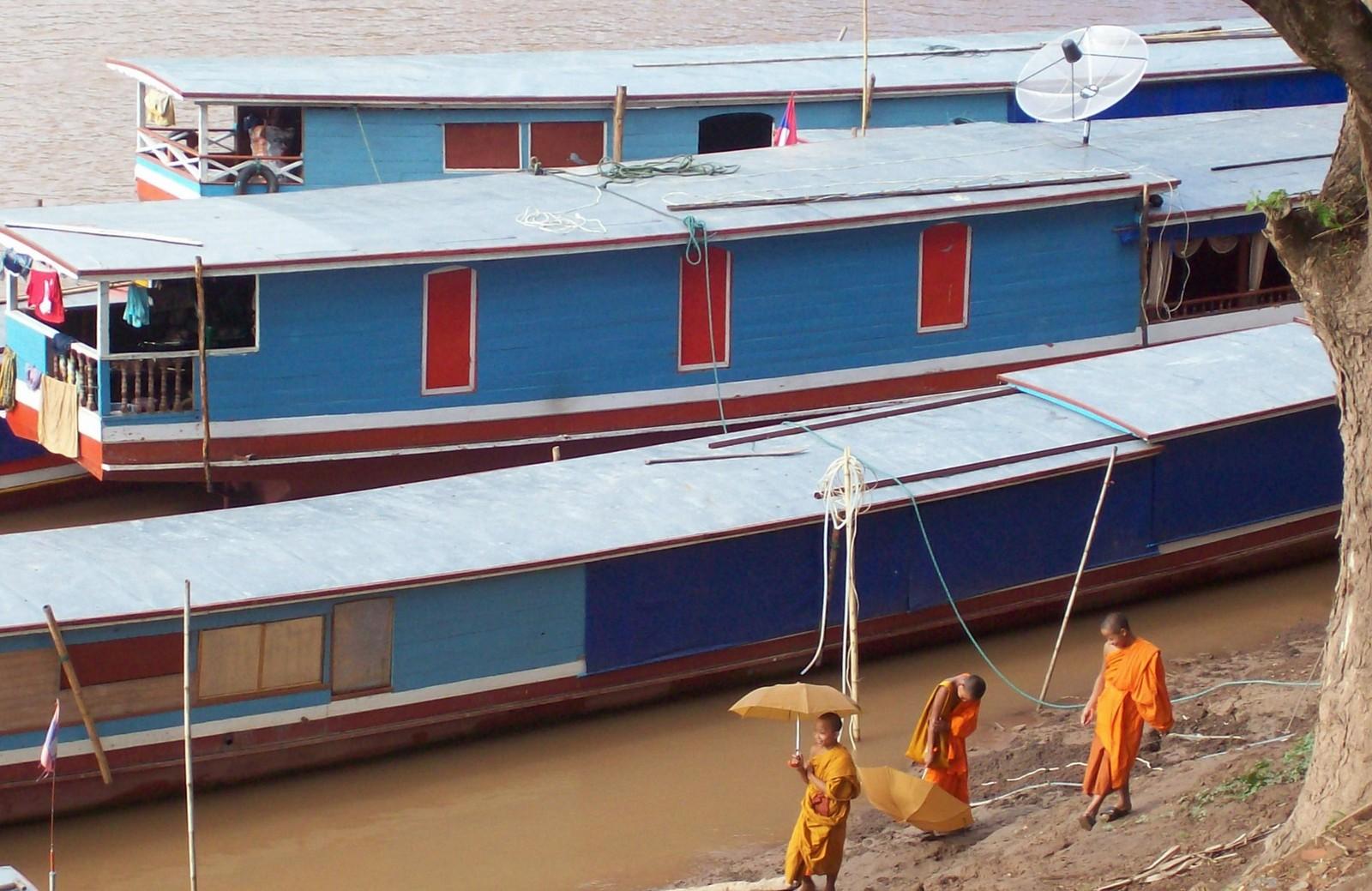 Linienboote auf dem Mekong bei Luang Prabang - Laos