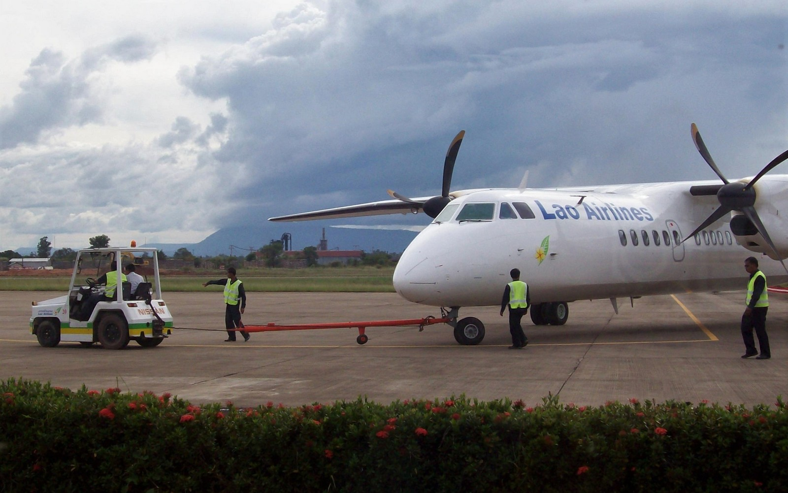 ATR 72 von Lao Airlines in Pakse - Laos