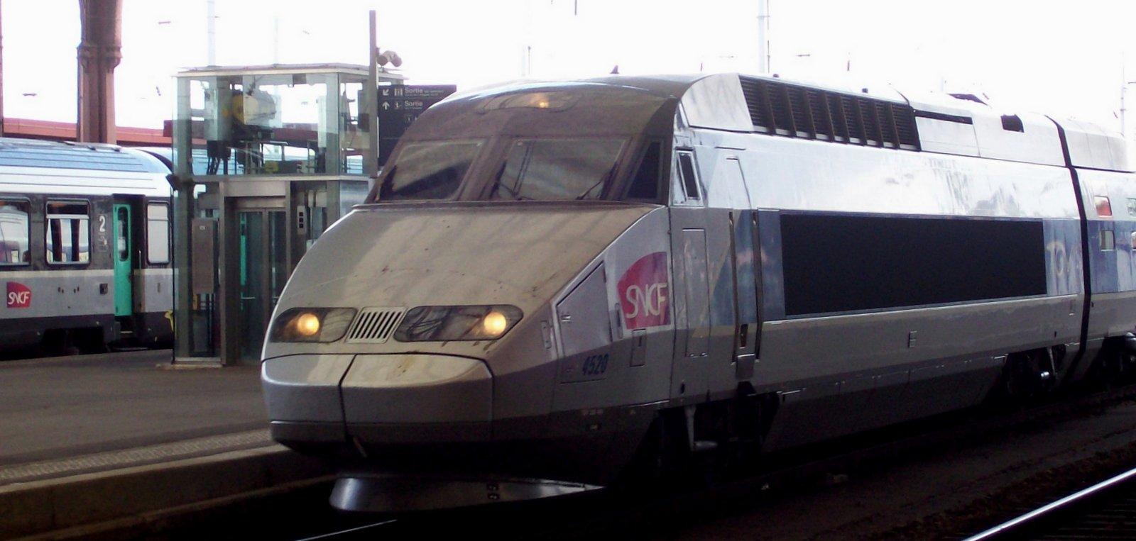 TGV im Bahnhof Straßburg
