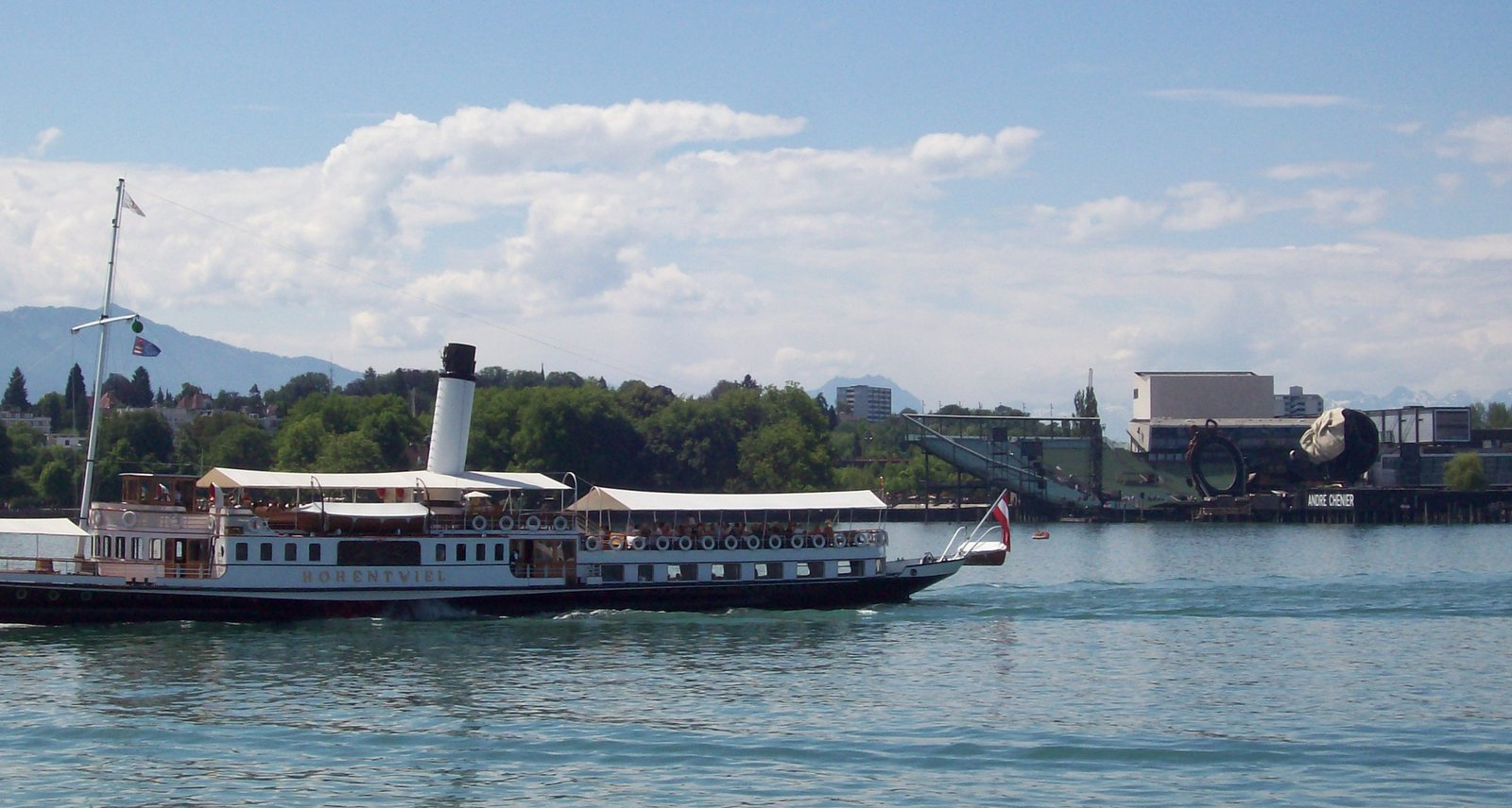 Bregenzer Seebühne mit Dampfschiff Hohentwiel