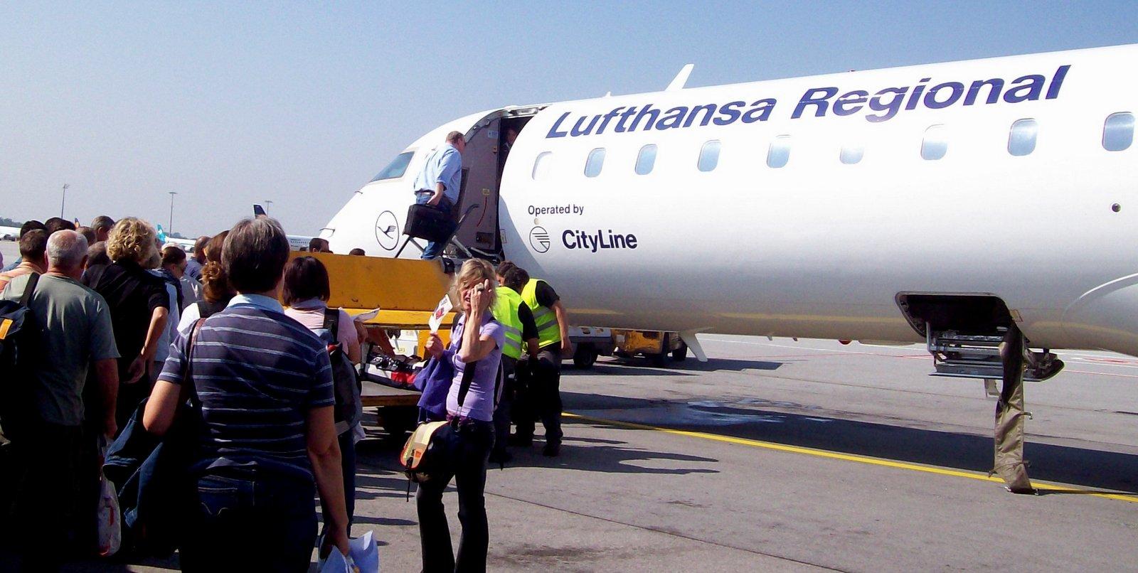 Lufthansa City Line auf dem Flughafen Lech Walesa in Danzig