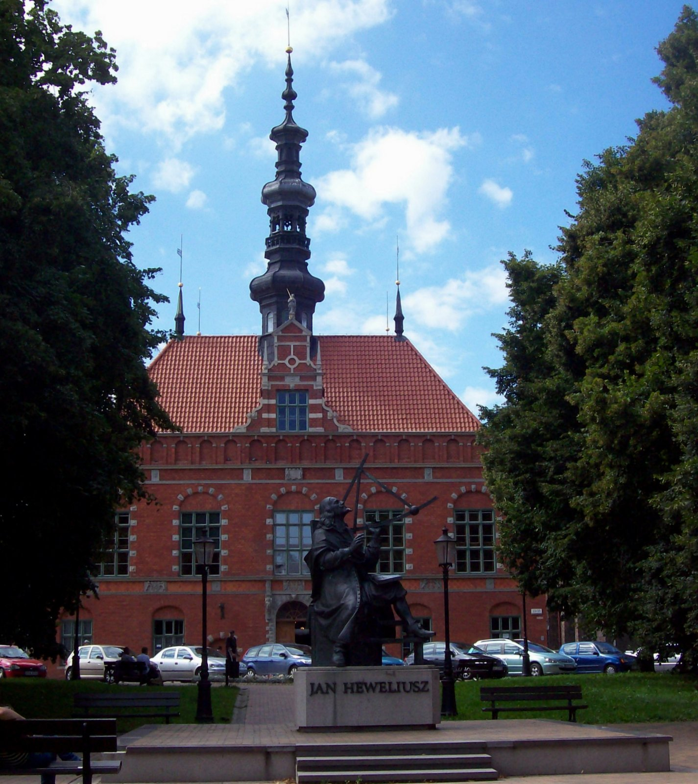 Johannes-Hevelius-Denkmal mit Altstädter Rathaus