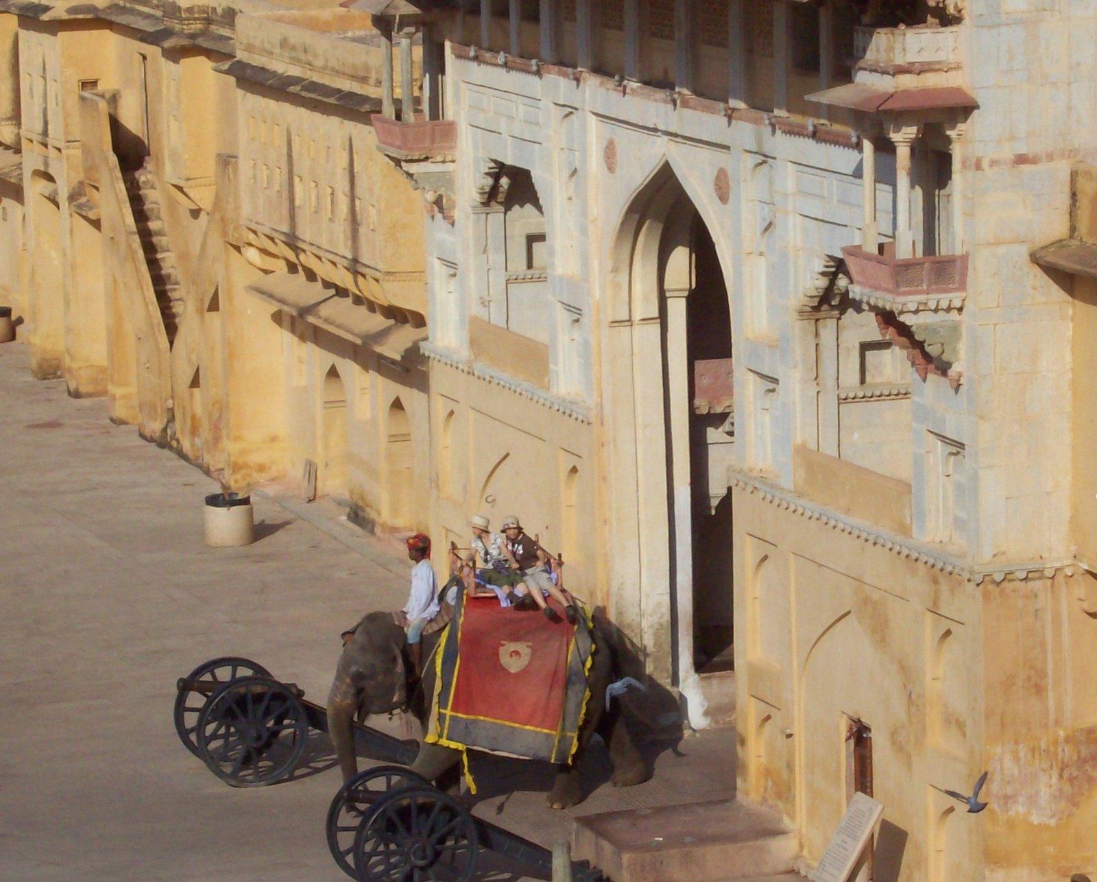 Elefantenritt nach Fort Amber