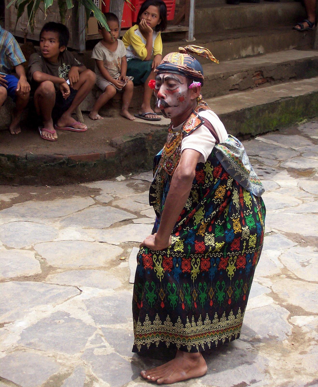 Clown-Tanz der Sasak auf Lombok