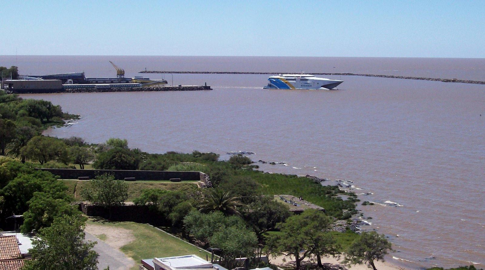 Schnellfähre auf dem Rio de la Plata