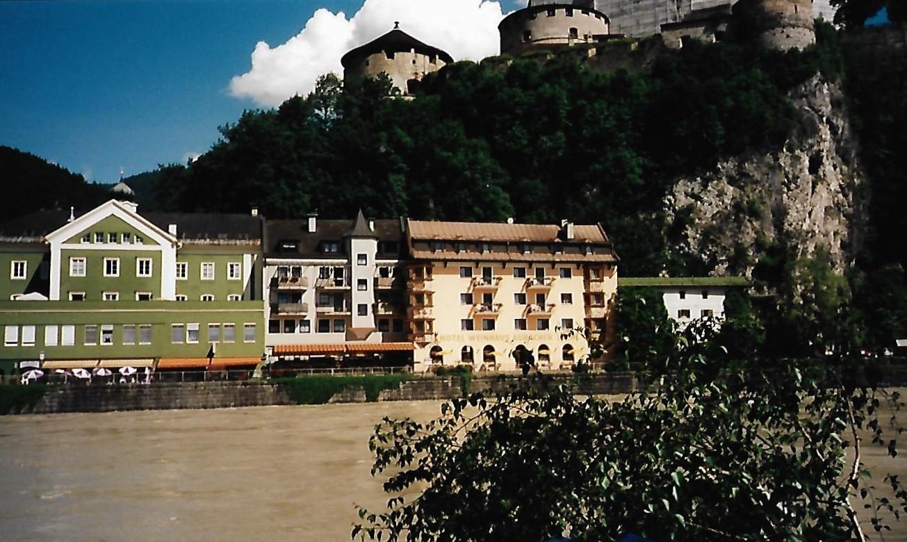 Inntal-Radweg - unterhalb der Festung