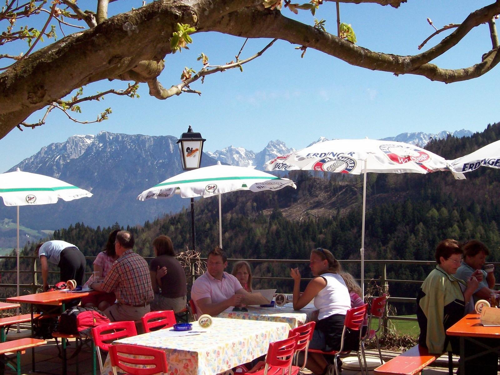 Berggasthof Hocheck über dem Inntal