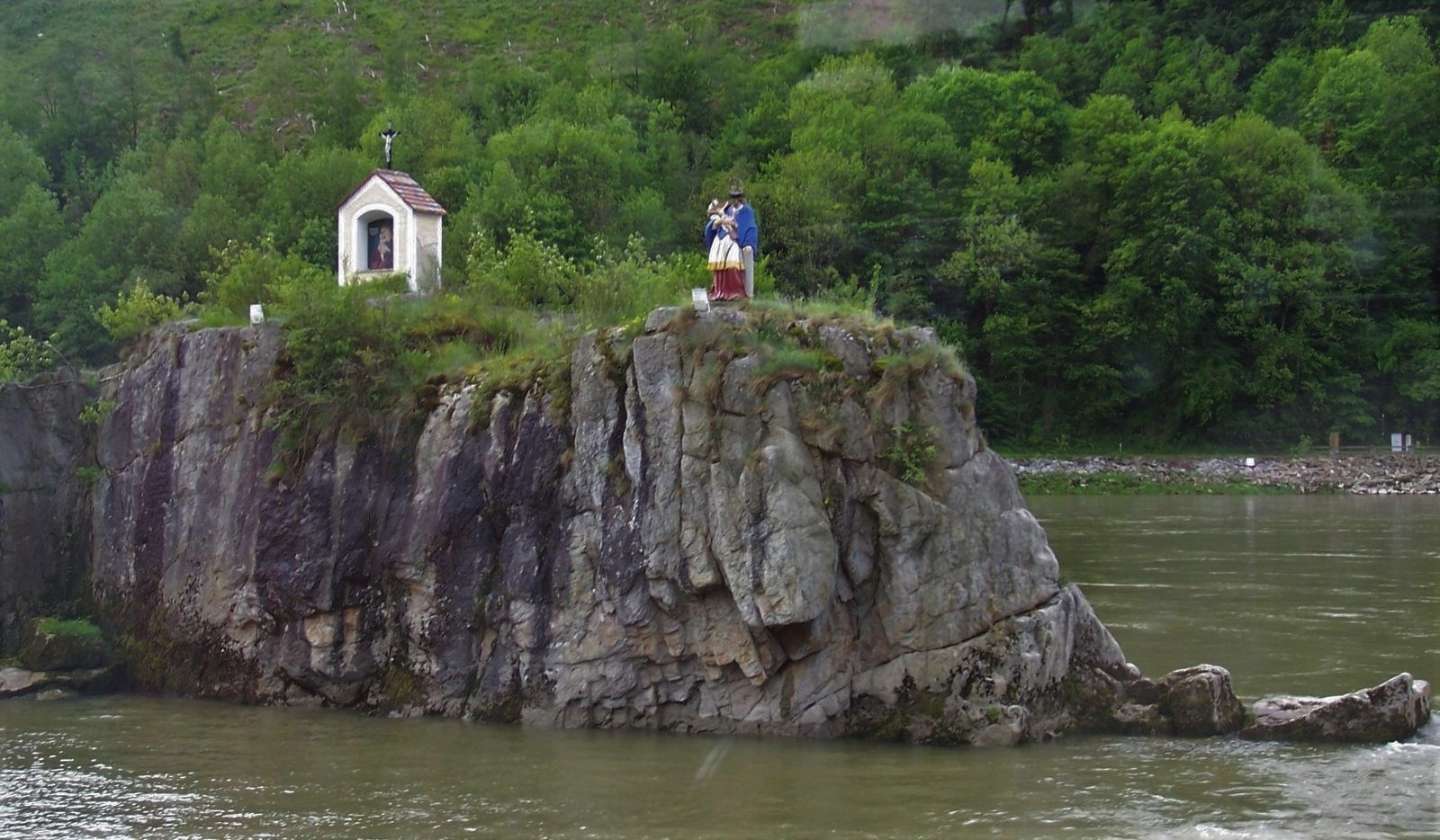 Jochenstein in der Donau, östlich von Passau