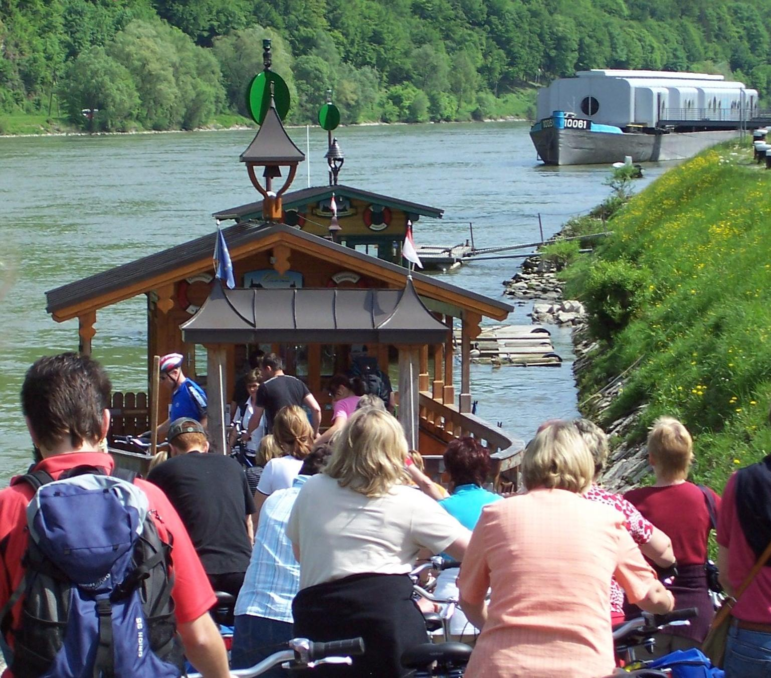 Donaufähre bei Engelhartszell