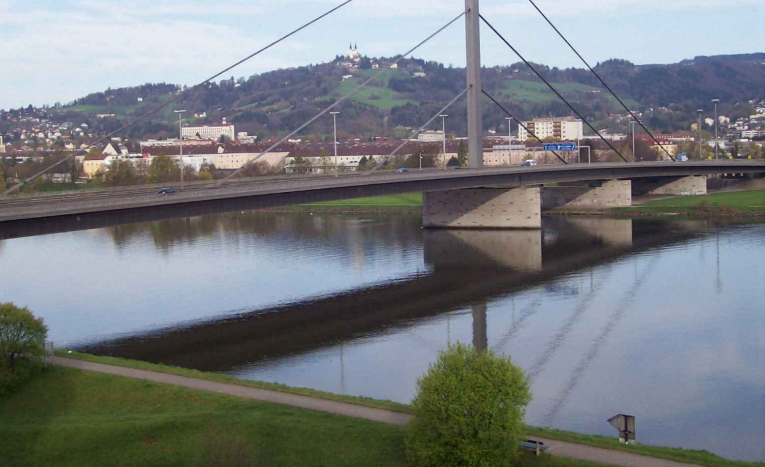 Autobahnbrücke Linz mit Pöstlingsberg