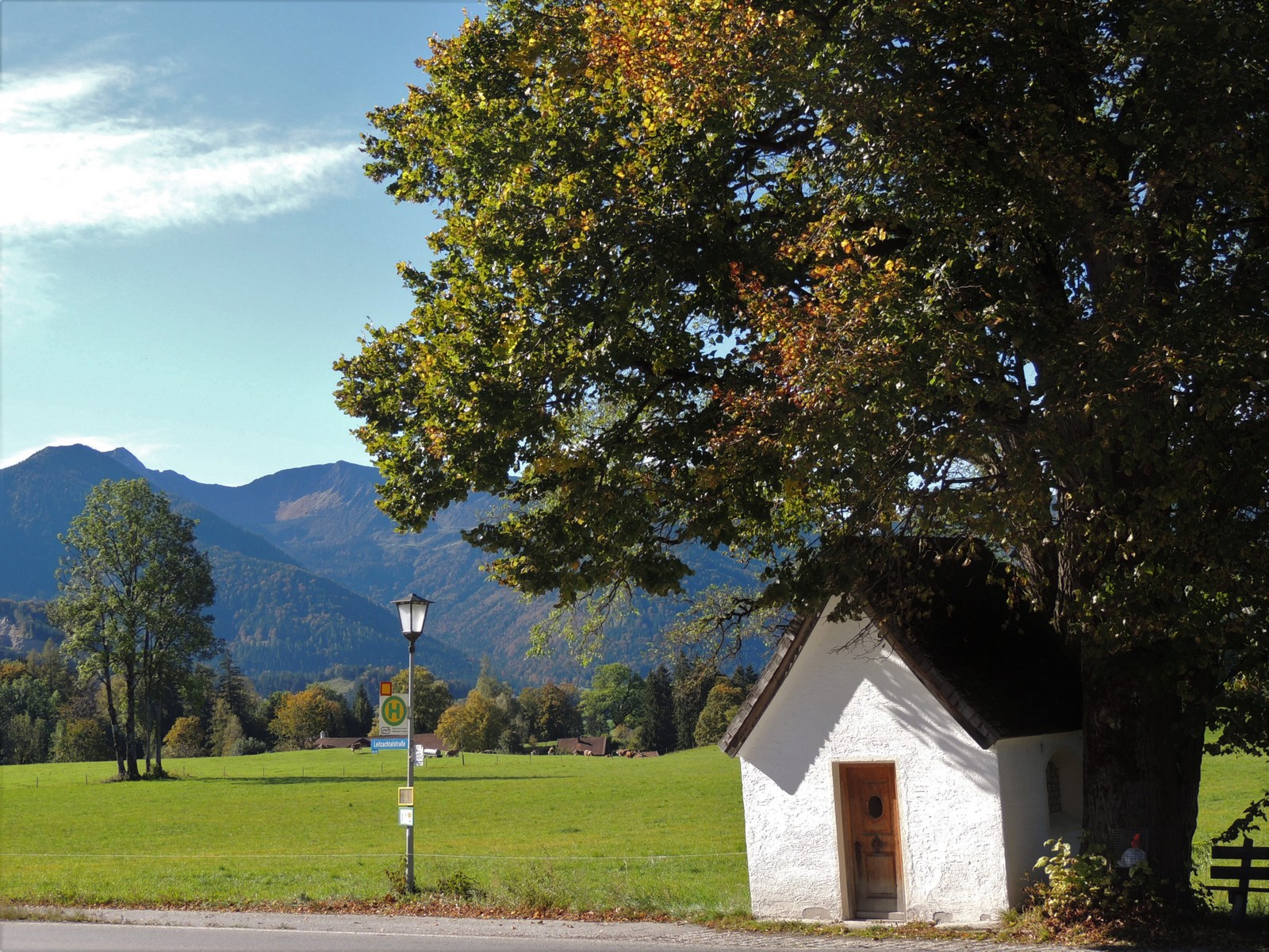 Auf dem Weg zum Schliersee - Kapelle im Leitzachtal