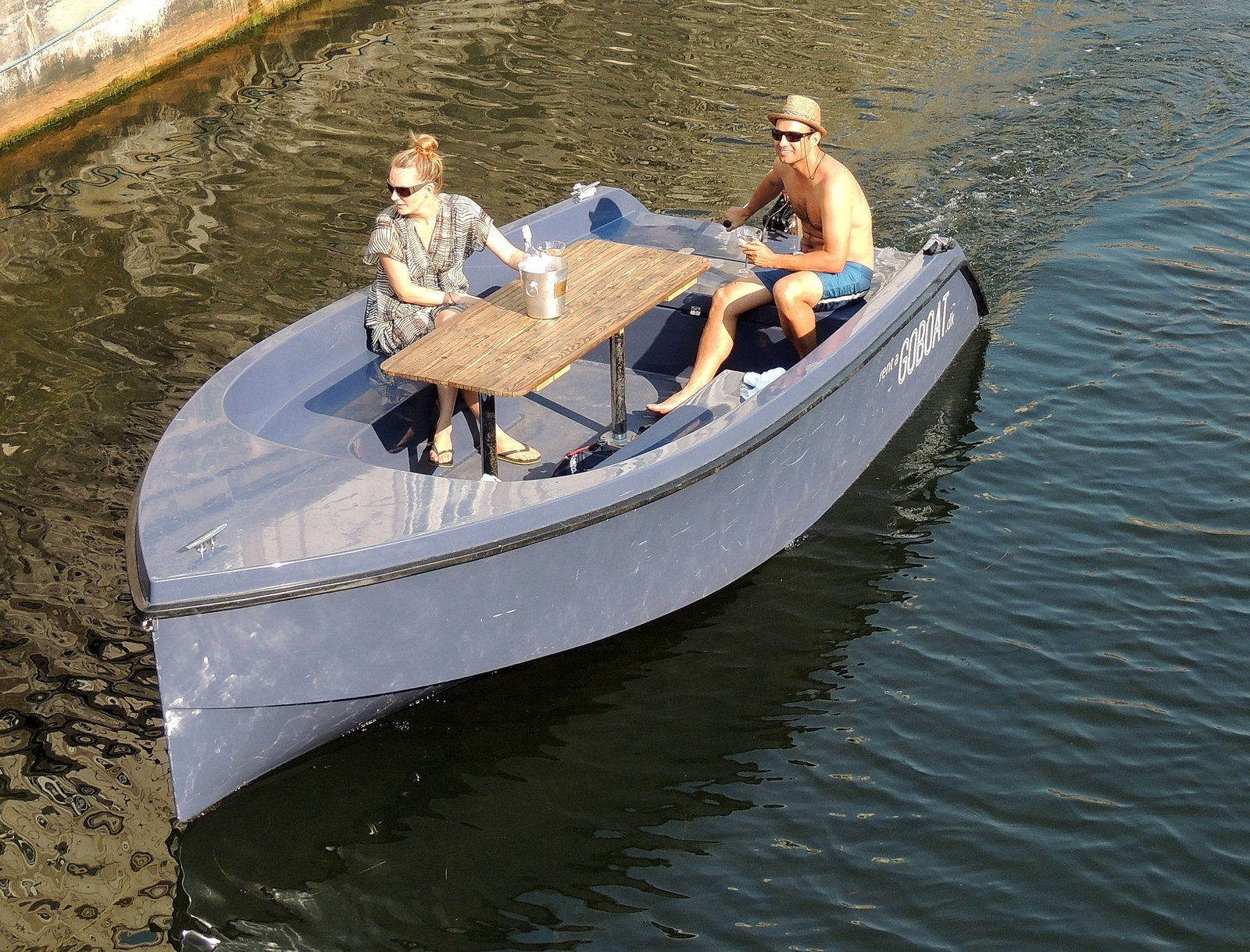 Elektroboot auf dem Frederiksholms-Kanal