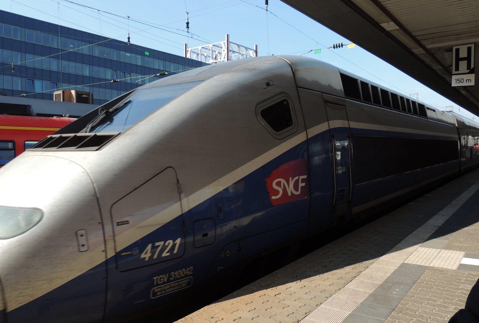 TGV im Hauptbahnhof von Saarbrücken