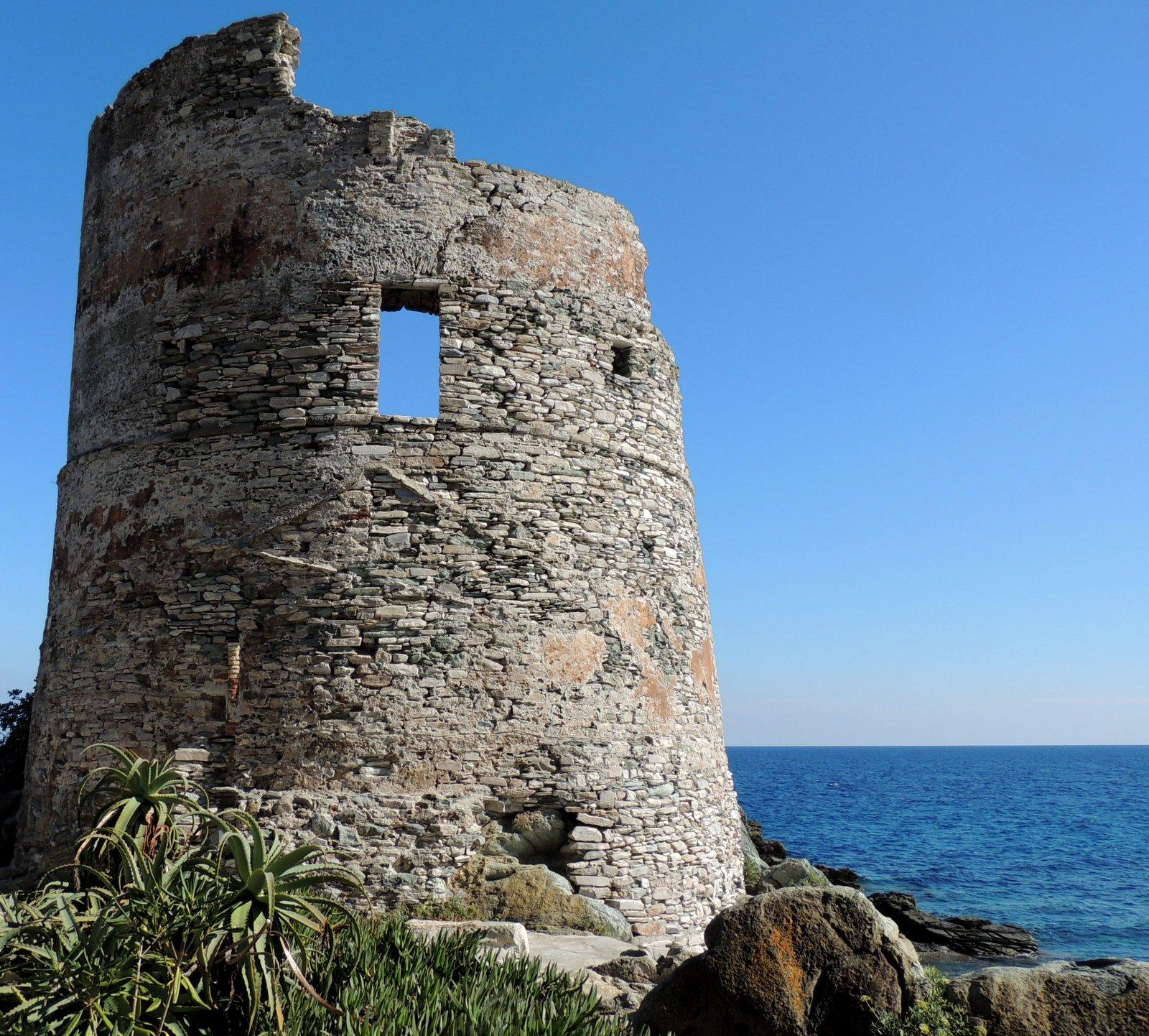 Genueser Turm auf Korsika
