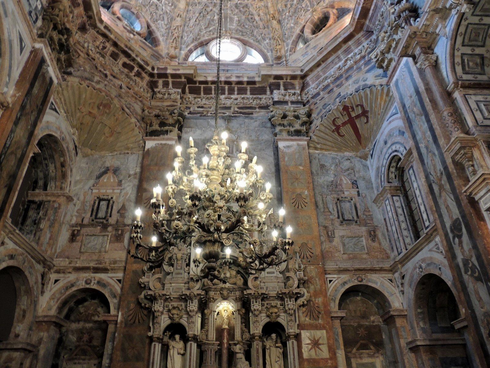 im Inneren der Kathedrale von Santiago de Compostella