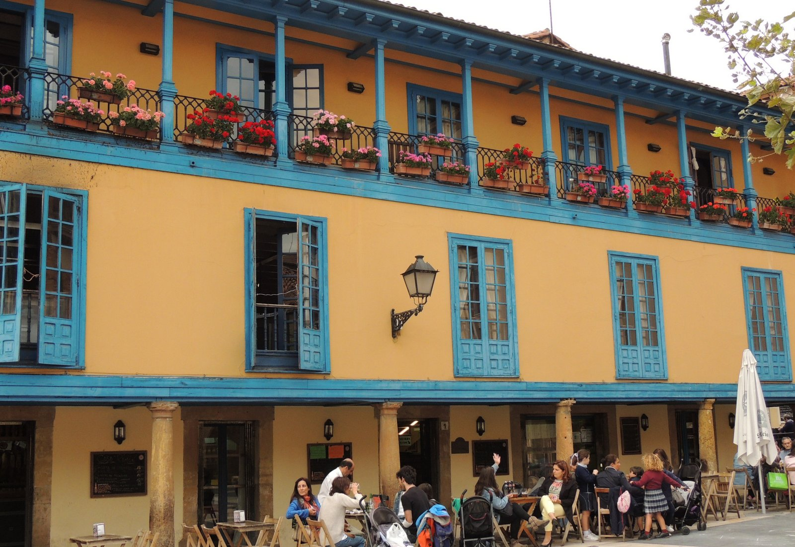 Plaza Fontan in Oviedo - Sideria