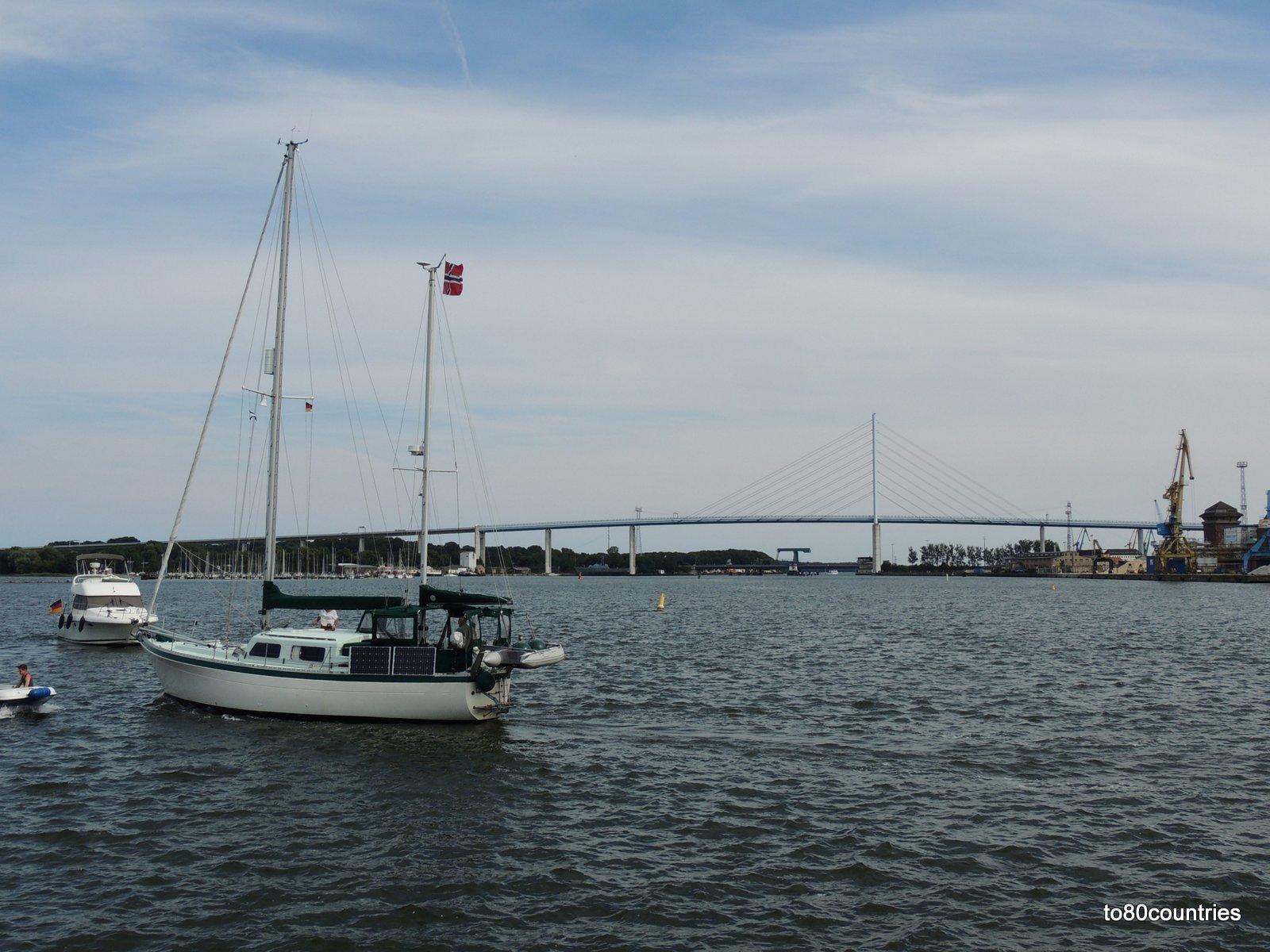Der Hafen von Stralsund mit Rügenbrücke