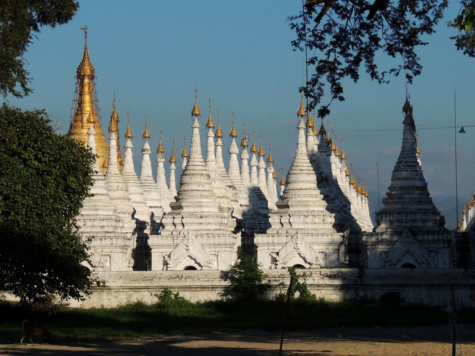 Kuthodaw Pagode Mandalay / Burma