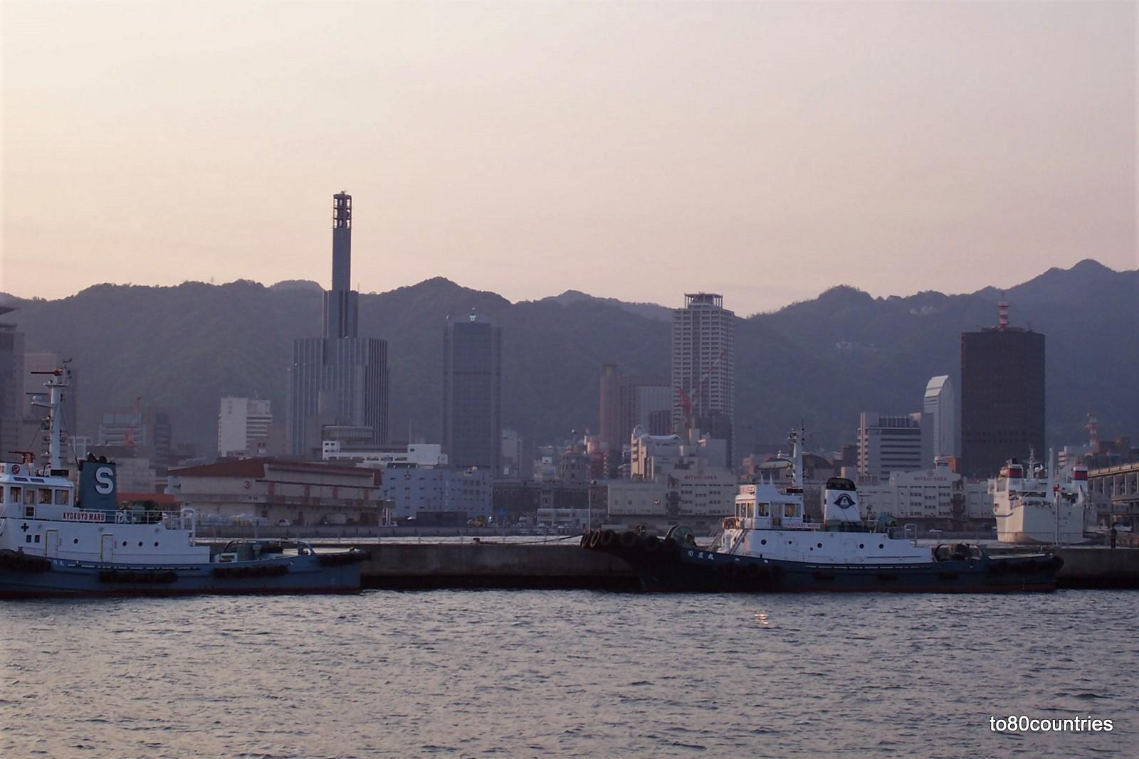 Der Hafen von Kobe auf Honshu