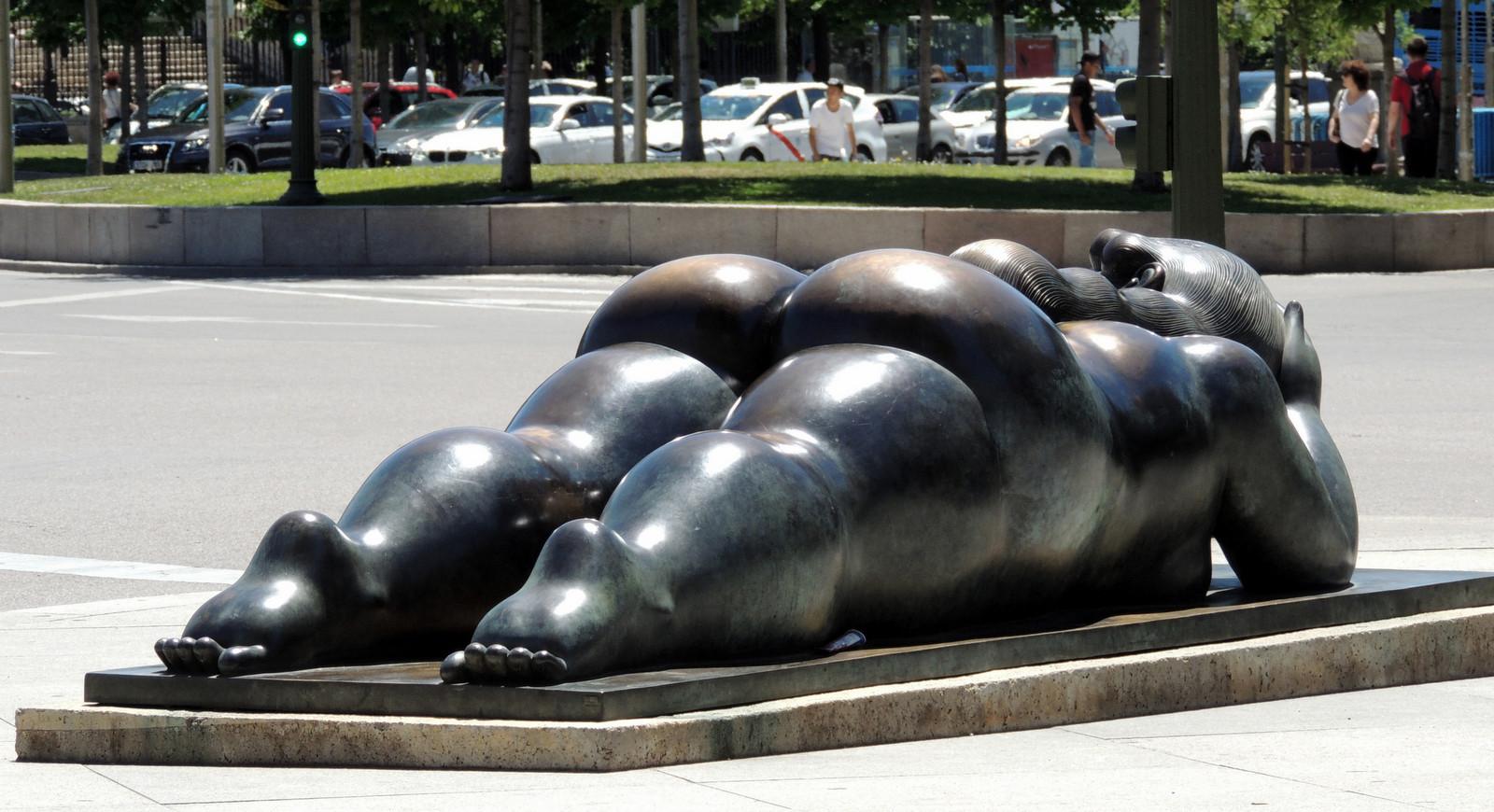 Plaza de Colón - Mujer con Espero von Fernando Botero