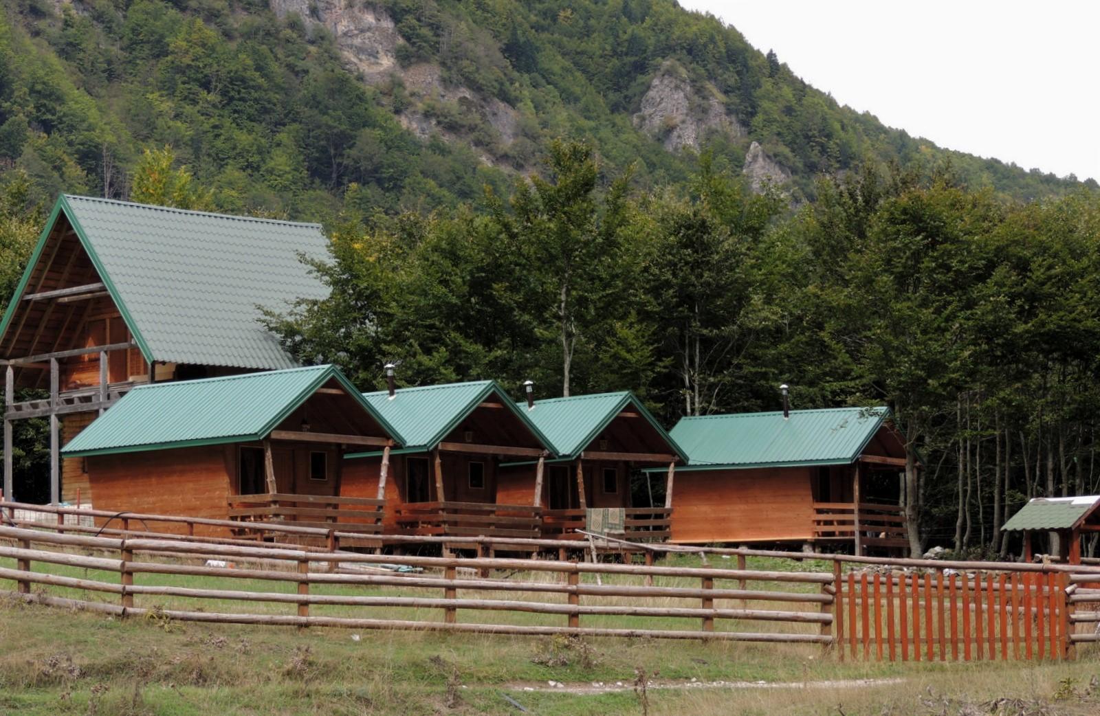 Berggasthaus Maja Karanfil im Grenzgebirge von Montenegro und Albanien - Prokletije Nationalpark