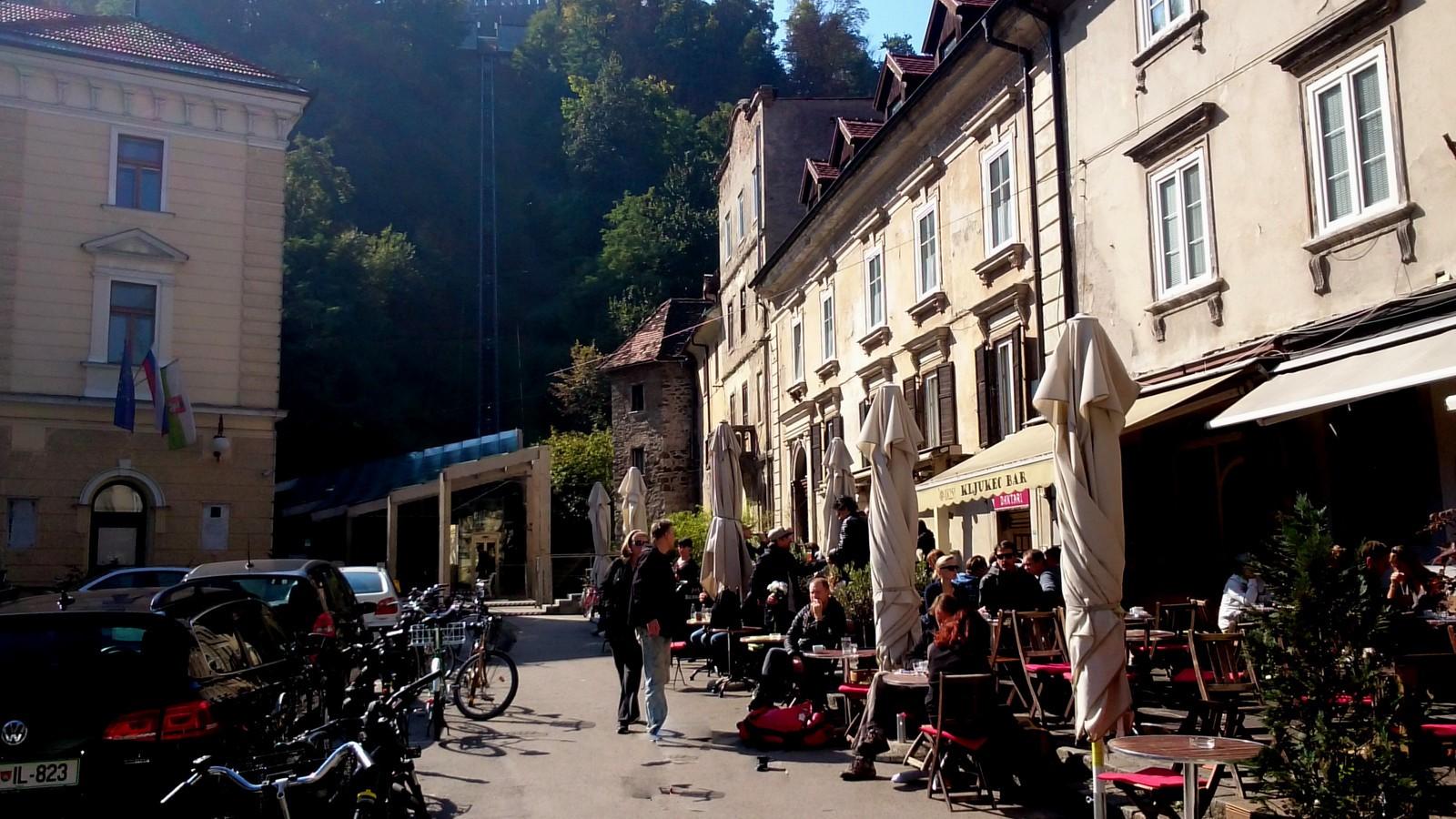 Entlang des Autoput - Café Cokl in Laibach