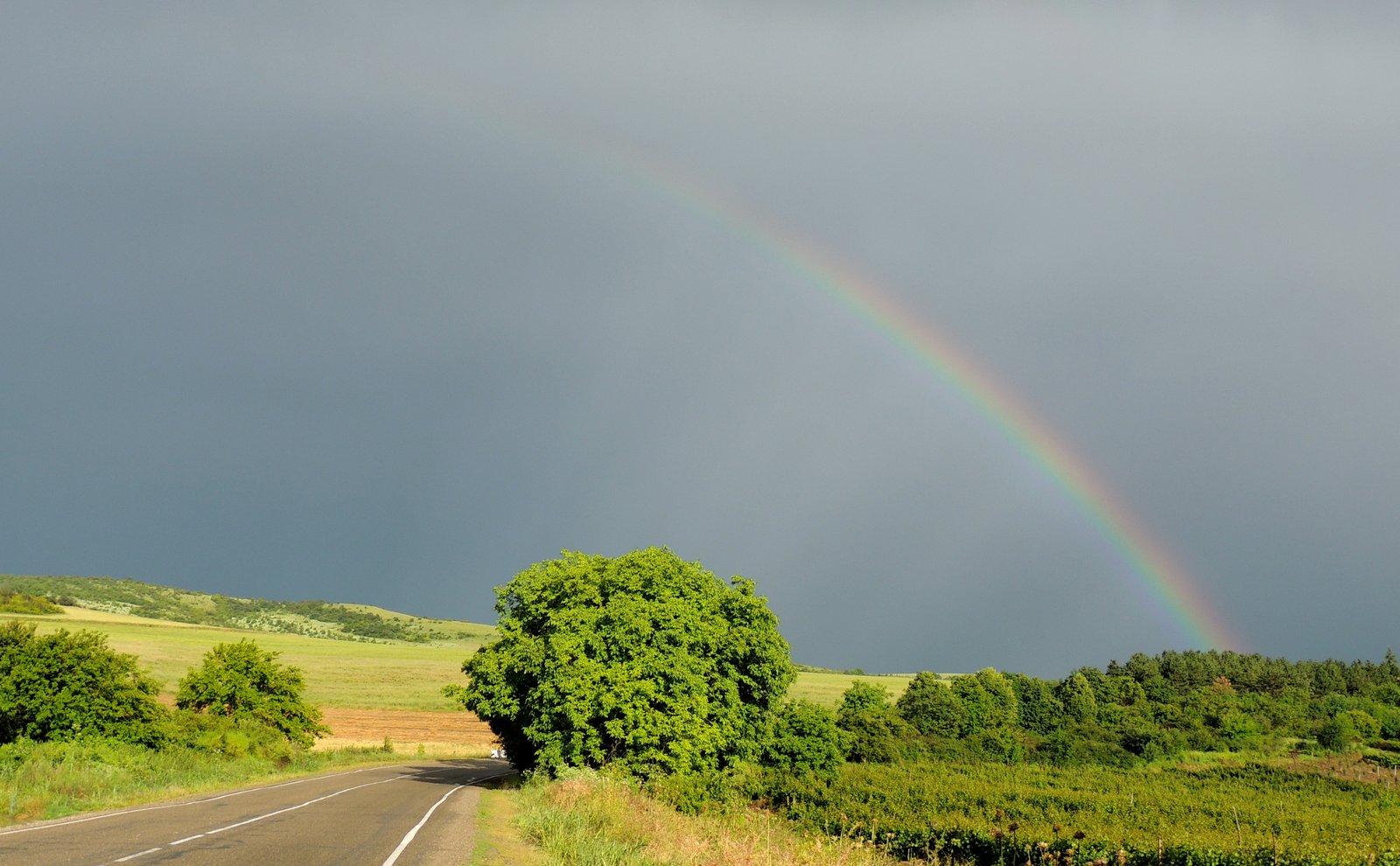 Landschaft mit Regenbogen in Georgien